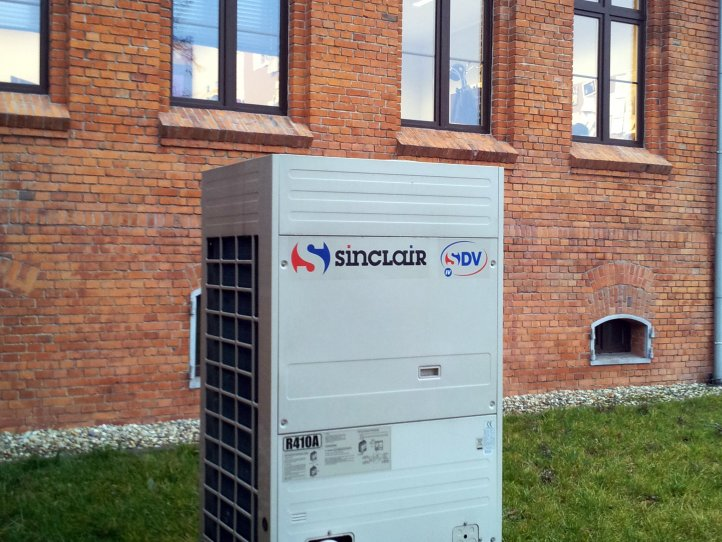 Commercial air conditioner system for museum